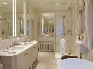 DP-bathroom-1100667.jpg