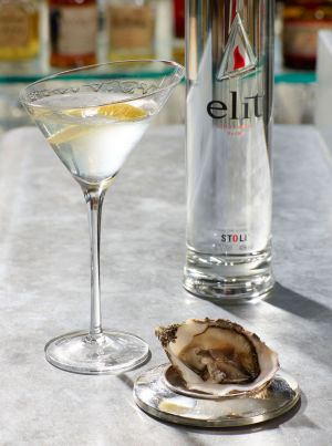 Cocktail-and-oyster-web2.jpg